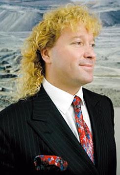 Ez a szimpatikus piperkőc itt a 42 éves Leonardo Julio Farkas Klein. Magyar és zsidó ősök fia, és jelenleg az egyik legnépszerűbb ember Chilében. - 20100902leonardof2